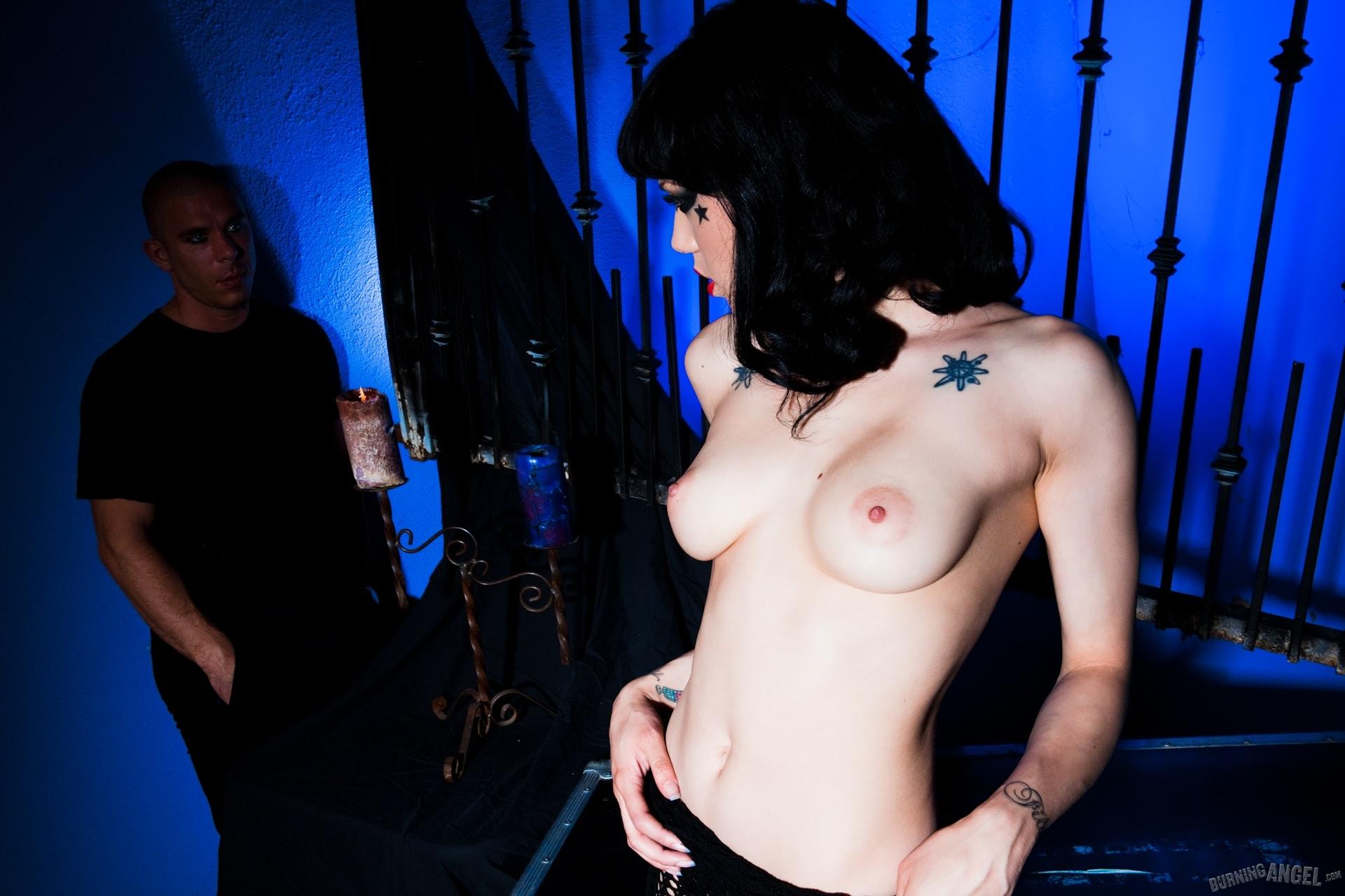 Burning Angel 'Gothic Princess' starring Asphyxia Noir (Photo 2)