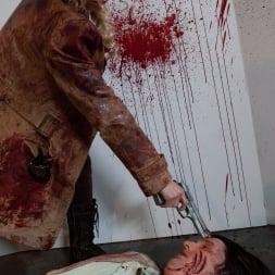Larkin Love in 'Burning Angel' Walking Dead Orgy! (Thumbnail 20)