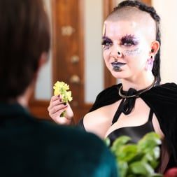 Luna Lavey in 'Burning Angel' Skyrim Cosplay (Thumbnail 18)