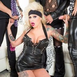 Vyxen Steel in 'Burning Angel' Hot Tub Whore Machine (Thumbnail 2)