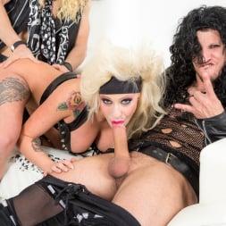 Vyxen Steel in 'Burning Angel' Hot Tub Whore Machine (Thumbnail 6)